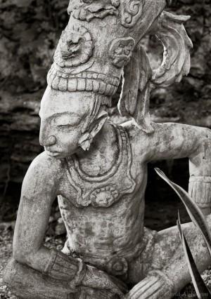 Maya-heykel-300x426