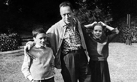 Albert-Camus-with-his-twi-0hphoıhoho08