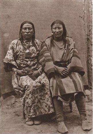 Osh-Tisch (solda ve eşi (sağda)